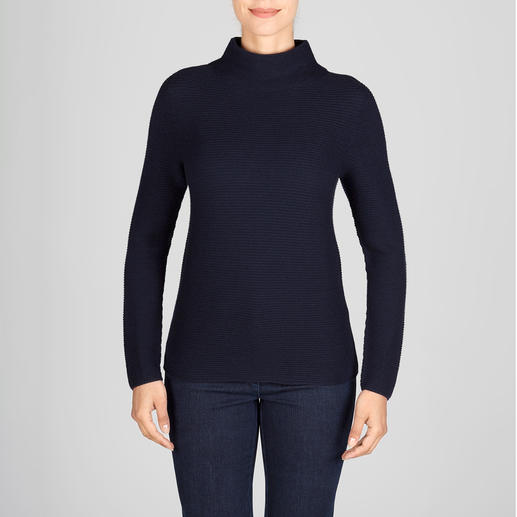 Trendy rib knit – but extraordinarily fine and feminine. Trendy rib knit – but extraordinarily fine and feminine. The jumper with trendy turtleneck collar. Gran Sasso.