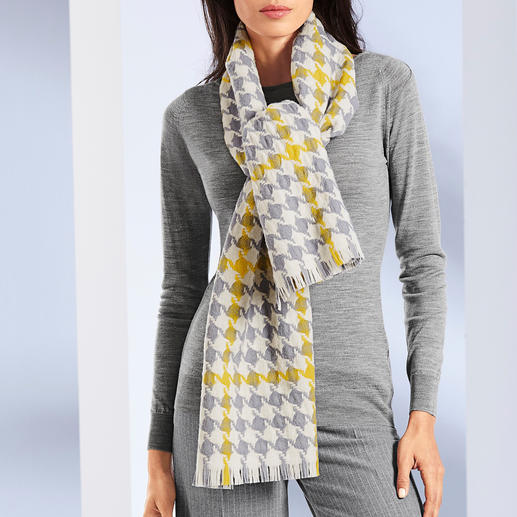 Lochcarron Houndstooth Scarf - Classic houndstooth pattern: Highly fashionable in extra-large size in grey/off-white/yellow.