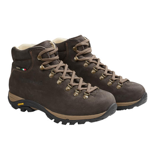 Almost 300g (10.6 oz) lighter than other leather walking shoes. And thanks to Gore-Tex® they're permanently waterproof. Almost 300g (10.6 oz) lighter than other leather walking shoes. Waterproof thanks to Gore-Tex®.