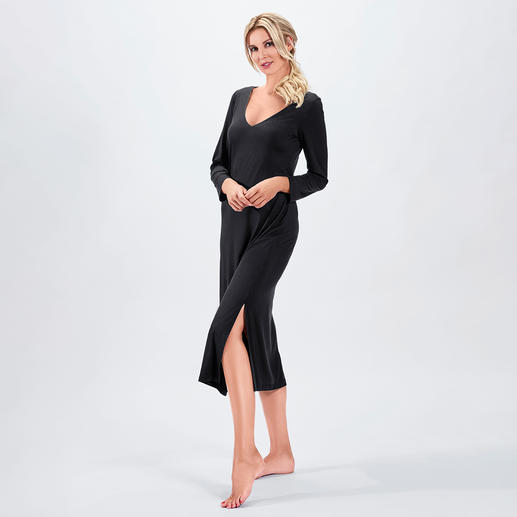 Bleyle Couture Evening Gown Flowing, highly elastic material. Stylish maxi length. Seductive back neckline.