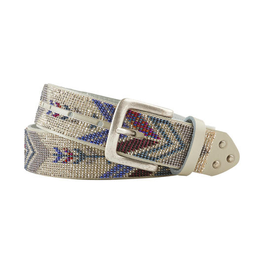 Authentic pearl pattern. Traditionally hand-threaded by Maya women in Guatemala. With an on-trend ethnic look. Authentic pearl pattern. Traditionally hand-threaded. With an on-trend ethnic look. By Smitten.