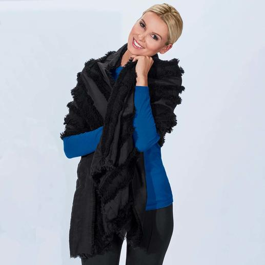 Abstract Fringe Stole Special, not just any shawl: The stole with a spectacular fringe decoration. By newcomer label Abstract.