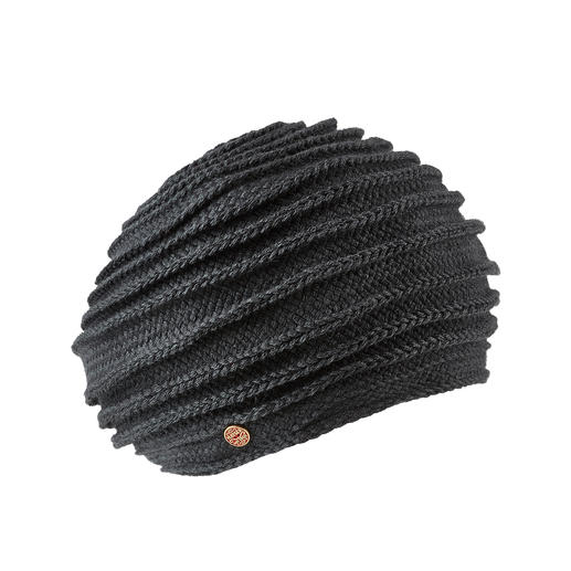 The exceptional, fashionable beret. The exceptional, fashionable beret. Knitting along the edge with prominent ribbing. From Mayser.