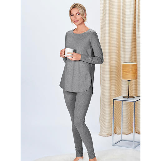 Cornelie Weiss Long Shirt or Jogging Trousers Long shirt and jogging trousers in casual clean chic. By Cornelie Weiss, Düsseldorf.