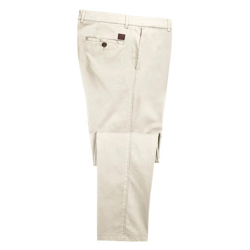 More stylish, more comfortable chinos would be a rare find. Peachy soft. Silky shimmer. Infinitely comfortable. From trousers specialists, Hoal, Germany.
