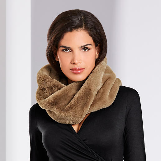 Fashionable update for your coats, jackets, cardigans, pullovers, ... Fashionable update for your coats, jackets, cardigans, pullovers, ... The loop scarf made of trendy faux fur.