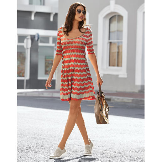 M Missoni's zigzag knitted classic in fashionably fresh summer colours. M Missoni's zigzag knitted classic in fashionably fresh summer colours. Perfect dress cut. Airy light knit.