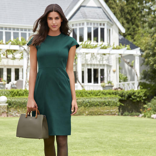DAKS shift dress Trend colour green – as elegant here as your little black dress. The shift dress by DAKS, London.
