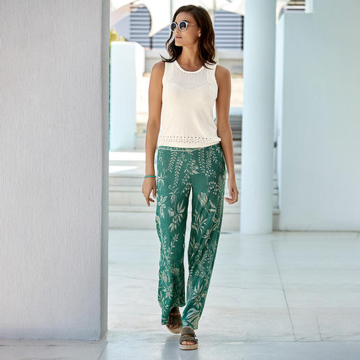 Ivko Fine Knit Top or Jacquard Knit Trousers Light summer knitwear for a fashionable all-over look. Textured top and jacquard trousers by Ivko, Serbia.