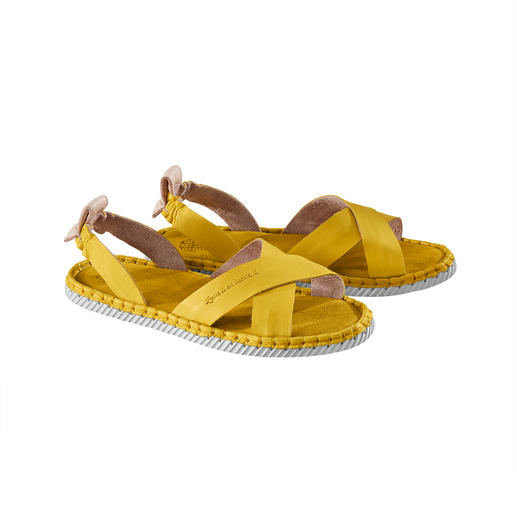 A double success in the fashion world: Cross strap + espadrille look. Chaaya sandals are more comfortable and more durable than other sandals in this trendy style.