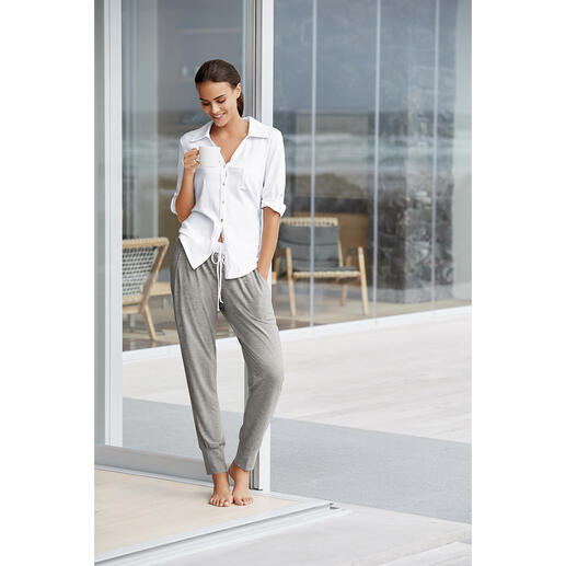 Casual Pyjama The new generation of pyjamas: Clean. Modern. In casual athleisure style.