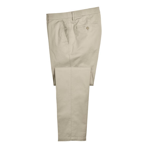 Jacquard Chinos Micro Pattern Precious chinos with rare jacquard dots. Much more discreet and durable than the usual printed patterns.