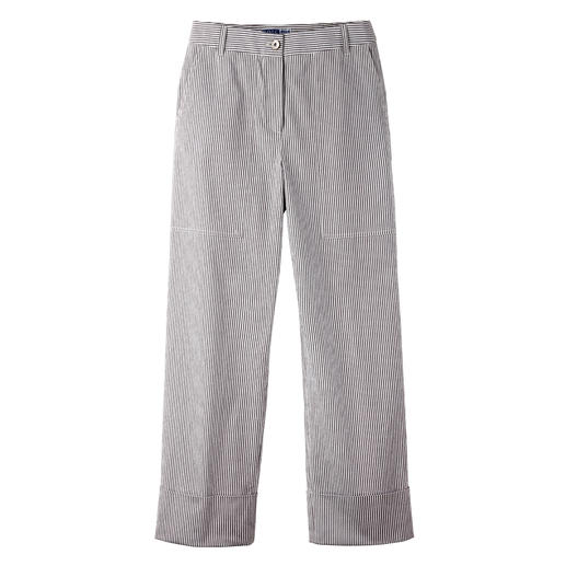 Seersucker striped trousers The perfect summer trousers for 2020: Highly fashionable cut. Airy-light fabric classic.