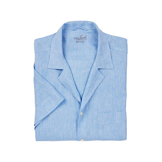 The bowling shirt for gentlemen. The bowling shirt for gentlemen. In classic white and light blue and made from pure linen. By van Laack.