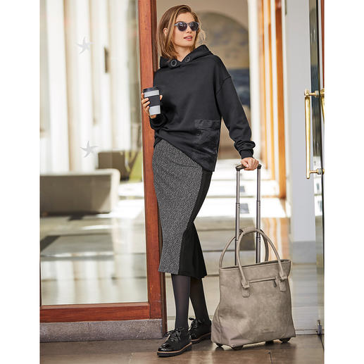 Strenesse Herringbone Pencil Skirt Very fashionable and very elegant and as comfortable as home wear: The herringbone pencil skirt by Strenesse.