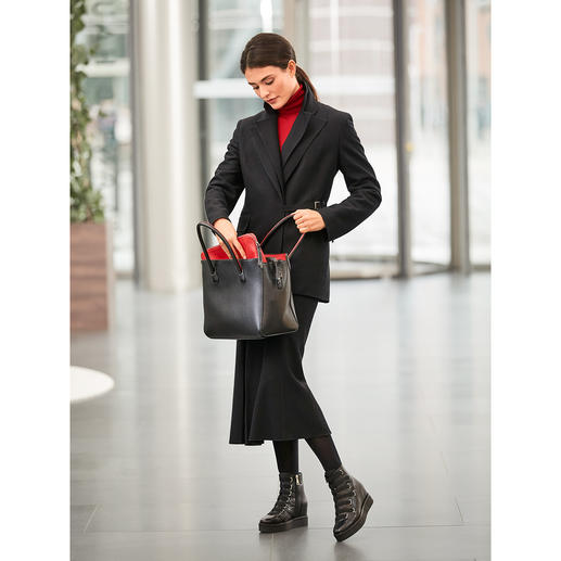 Strenesse Double Lapel Blazer and Midi Skirt A versatile ensemble with potential to become a wardrobe favourite: The black woollen suit by Strenesse.