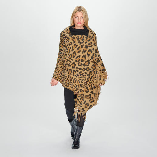 TWINSET Leo Scarf - Trendy design in classic sophisticated colours and opulent sizes. By TWINSET.