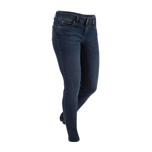 The tried and tested Liu Jo lifted bum effect – for the first time of organic sustainable denim. The tried and tested Liu Jo lifted bum effect – for the first time of organic sustainable denim.