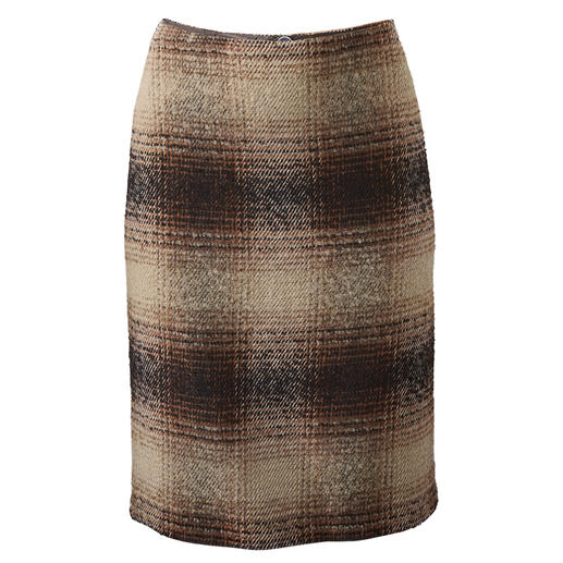 Bouclé Checked Skirt - New look for the classic checked skirt: Thanks to the bouclé texture.