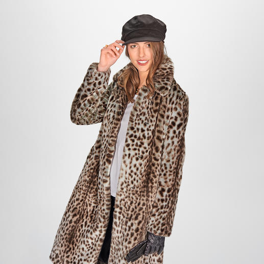 molliolli Cheetah Pattern Coat 2019/2020 winter favourite: The cheetah pattern coat from the brand with the best fake fur – molliolli ECO-FUR.