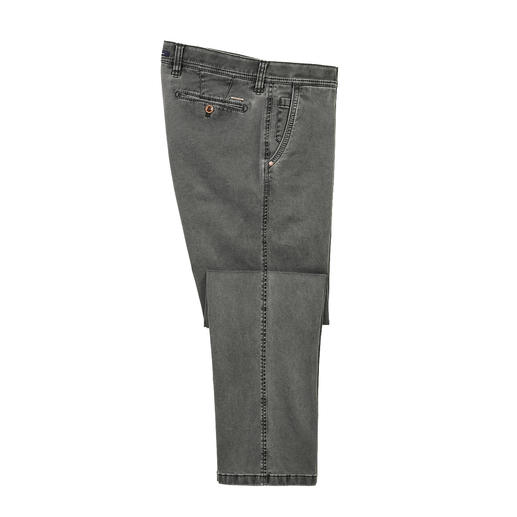The fashionably slim, extremely comfortable chino trousers: Do not constrict, do not crease. The fashionably slim, extremely comfortable chino trousers: Do not constrict, do not crease.