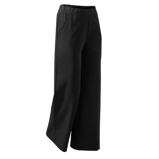 Fashionable wide leg. Comfortable stretch waistband. Fine Punto Milano jersey. The perfect black trousers for everyday wear and all occasions. Fine Punto Milano jersey.