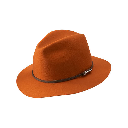 The time-tested weather proof Wollwalk Fedora – in the trendy colours of the season. The time-tested weather proof Wollwalk Fedora – in the trendy colours of the season. By Herman.