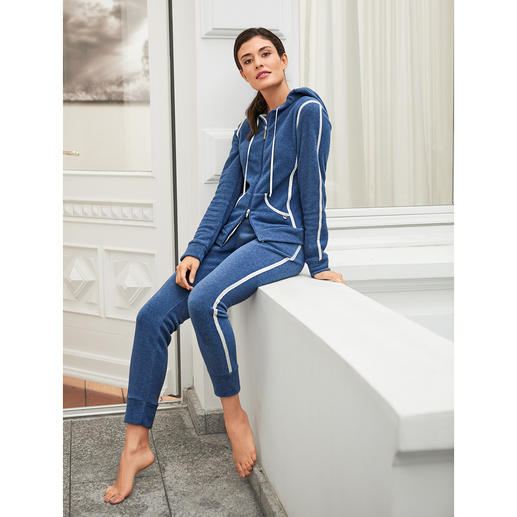 Féraud Fleece Leisure Suit A leisure suit with a modern appearance. Comfortable as usual, unusually casual. By Louis Féraud.