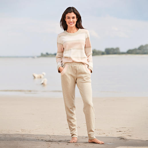 HFor Striped Sweatshirt and Sweat Trousers A wonderfully comfortable, trendy smart look and pleasantly affordable. The loungewear suit from HFor.