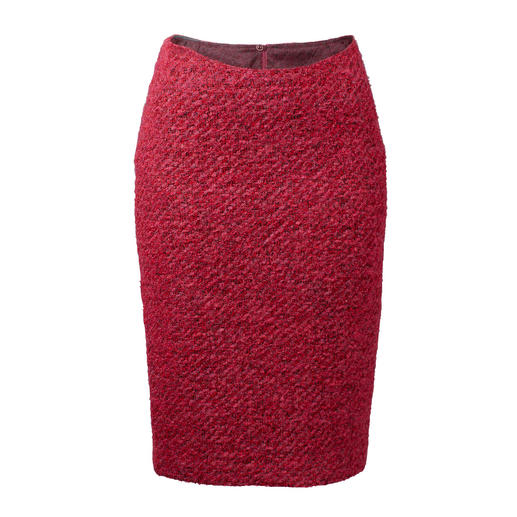 A classic with a modern look: Bouclé pencil skirt in the trend colour pink. A classic with a modern look: Bouclé pencil skirt in the trend colour pink.