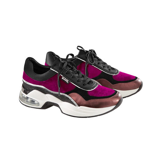 Karl Lagerfeld Dad Sneakers Feminine shape. Chic winter colours. Extravagant material mix. The elegant dad sneakers by Karl Lagerfeld.