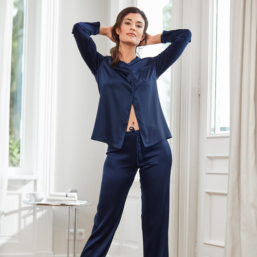 Chiara Fiorini Silk Pyjamas, Midnight Blue Luxury made in Italy – at a surprisingly affordable price. By Chiara Fiorini.