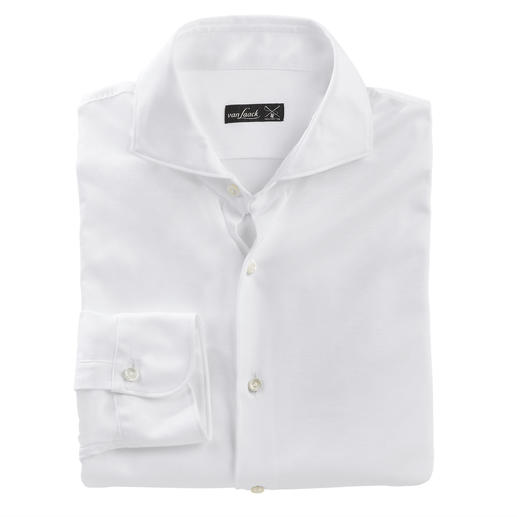 As suitable as a luxurious business shirt. As comfortable as a casual T-shirt. As suitable as a luxurious business shirt. As comfortable as a casual T-shirt. By van Laack.