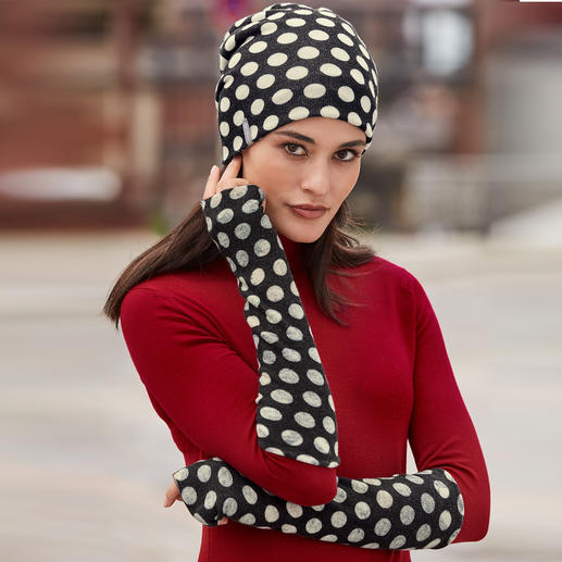 Reversible Cashmere Hat and Arm Warmers Today a graphic print. Tomorrow a floral print. Always wonderfully soft and warm. Made of luxurious cashmere.