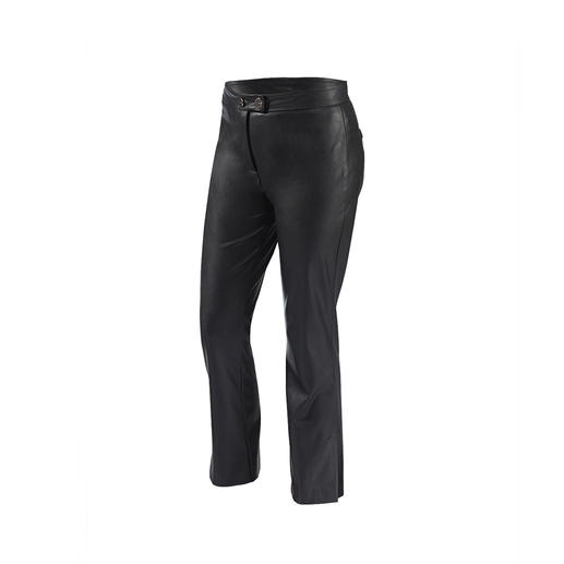 "Soft and stylish like leather, but easier to care for and cheaper: The fashionable 7/8-length trousers made of ""Similpelle"" by Pinko. Soft, stylish like leather, but easier to care for: The fashionable 7/8-length trousers made of ""Similpelle""."