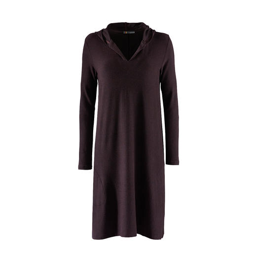 Casual Jersey Dress - As comfortable as a leisure suit, but much more attractive. The sweatshirt dress made of ultralight jersey.