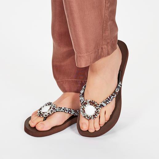 Uzurii Deluxe Toe Post Sandals, Brown