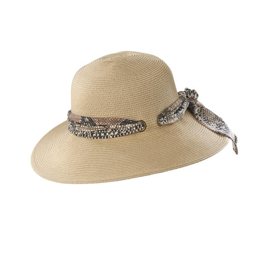 Loevenich Two-in-One Hat Trendy with snake print. Classic in light ecru.