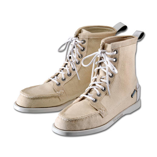 "Sebago® Canvas Boot ""Lighthouse"" This is how elegant moccasin-style canvas boots can look. Fine eather details. Quality deck shoe sole."