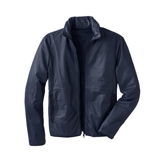 Leather Jacket with Storage Bag Light. Airy. Easy to stash away. And can even be used as a neck pillow.