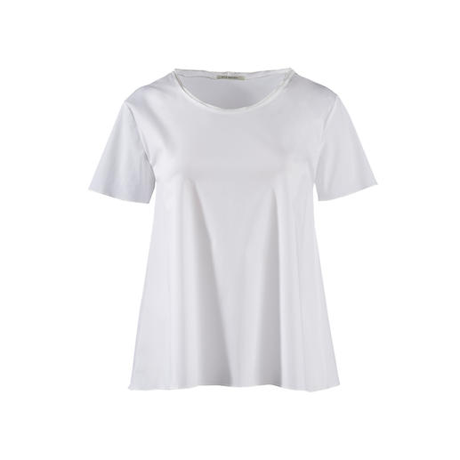 Silk Sisters Basic Top - Classier than most: The white basic top made of fine blouse fabric. From Silk Sisters, Munich.