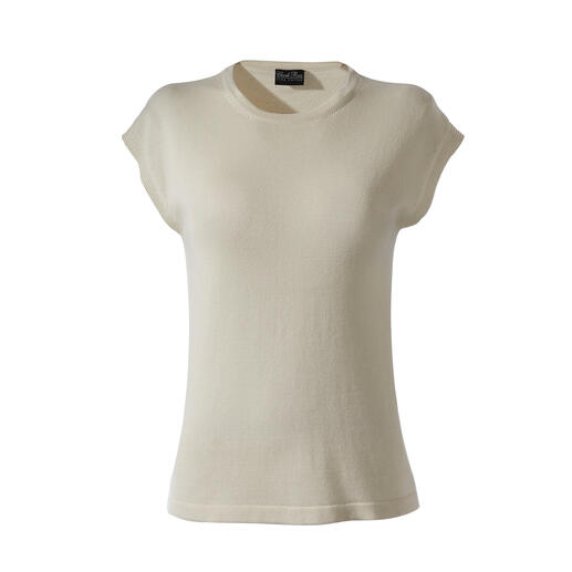 Much softer, much more hard-wearing than usual basic tops. Finely knitted from Peruvian Pima cotton with fine silk.