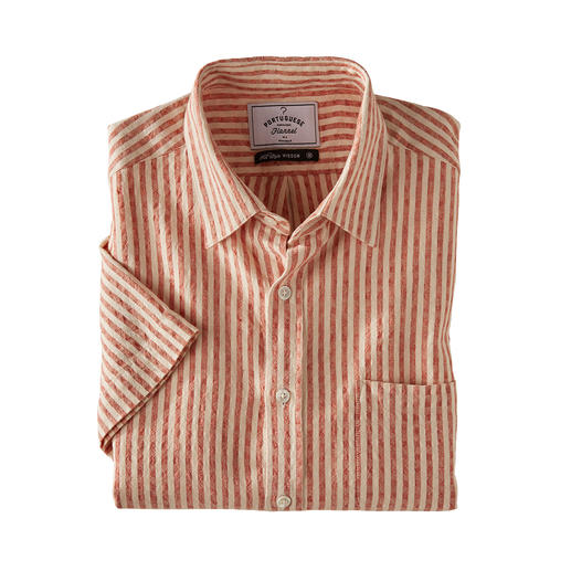 An airier shirt with short sleeves would be a rare find. An airier shirt with short sleeves would be a rare find. Seersucker shirt in linen and cotton.