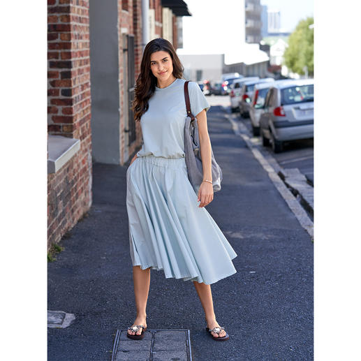 LABO.ART Basic Skirt or Shirt Basic and eye-catching at the same time: The puristically clean two-piece in the trendy colour mint.