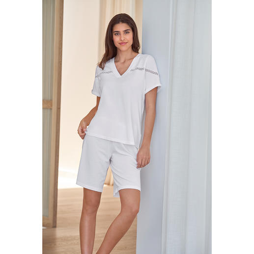 Pluto Clean Chic Short Pyjamas Much more elegant than normal short pyjamas: The clean-chic alternative by Pluto/Belgium.