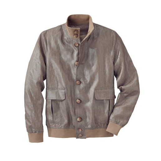 Rare: The classic lumber jacket made of waxed linen. Rare: The classic lumber jacket made of waxed linen. Light, airy and rainproof.
