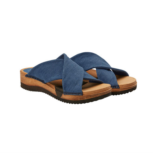 "Sanita® Wooden Sandals ""Hygge"" for your feet: Fashionable wooden sandals with comfortable Flex sole and soft crossed straps."