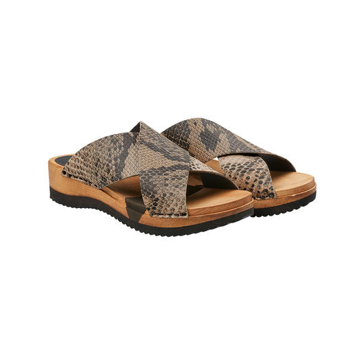"""Hygge"" for your feet: Fashionable wooden sandals with comfortable Flex sole and soft crossed straps. ""Hygge"" for your feet: Fashionable wooden sandals with comfortable Flex sole and soft crossed straps."
