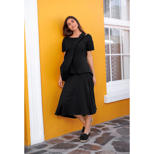 [schi]ess Jersey Midi Skirt, Top or Crossbody Bag Chic black. Soft jersey. Clean, casual cut. With matching cross-body bag. By [schi]ess.