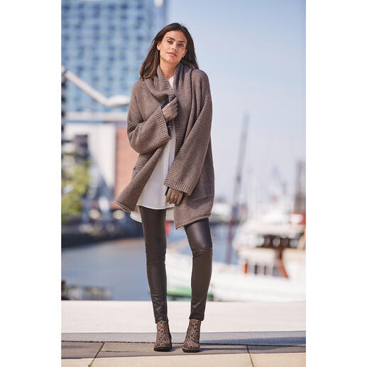 ZOE ONA oversized cardigan Trendy. Casual. Versatile and timeless. The oversized cardigan from the young knit & it label ZOE ONA.